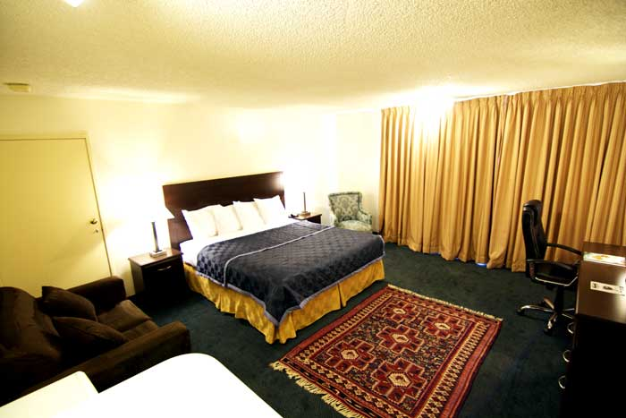 Clean Comfortable Rooms Family Suites Lodging Accommodations Royal Palms Inn Indio California Budget Cheap Lodging
